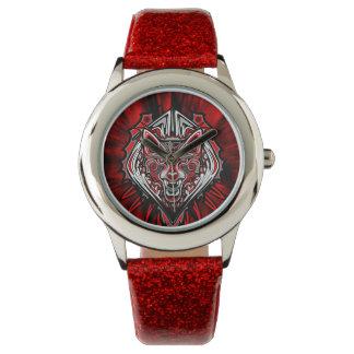 オオカミの入れ墨のスタイルのHaidaの芸術の赤いグリッターの腕時計 腕時計