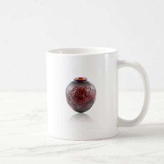 オオタマオシコガネが付いている赤いアールデコのガラスつぼ コーヒーマグカップ