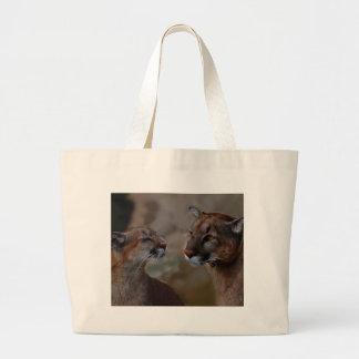オオヤマネコの敬意 ラージトートバッグ