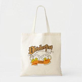 オクトーバーフェストのドイツのフェスティバルビールジョッキのタイポグラフィ トートバッグ
