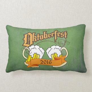 オクトーバーフェストのドイツのフェスティバルビールジョッキのタイポグラフィ ランバークッション