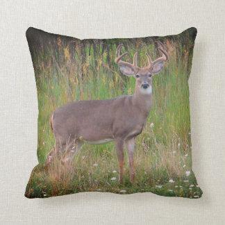 オジロ鹿シカのポートレートの枕 クッション