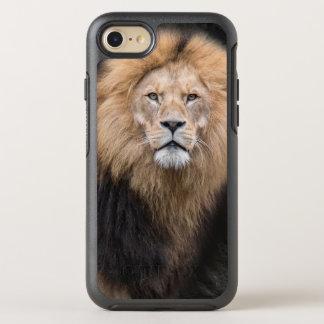 オスのライオンのクローズアップのポートレート オッターボックスシンメトリーiPhone 8/7 ケース