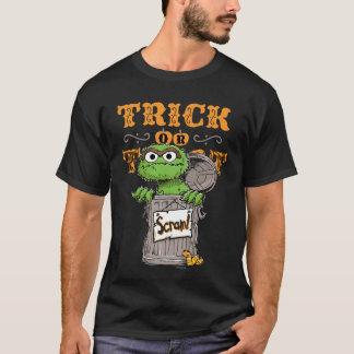 オスカー不機嫌-トリック・オア・トリートは、出て行きます! Tシャツ