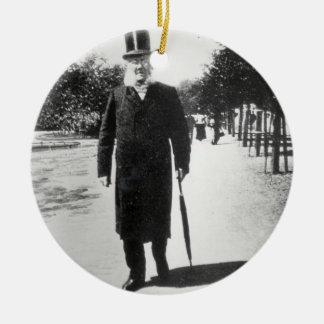 オスロ1896年のヘンリック・イプセン(1828-1906年) (b/wの写真) セラミックオーナメント