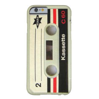 オタク系ので真面目な80年代カセットレトロのカセットテープ BARELY THERE iPhone 6 ケース