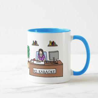 オフィスのカラオケの星-名前入りな漫画のマグ マグカップ