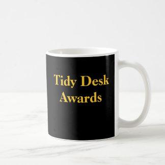 オフィスの悪戯の整頓された机のおもしろいなからかい賞 コーヒーマグカップ