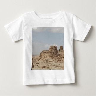 オマーンの古代墓地遺跡 ベビーTシャツ