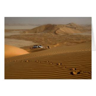オマーンの砂丘で運転する摩擦AlのKhaliの砂漠 グリーティングカード