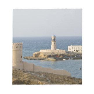 オマーンのSharqiyaの地域、Sur。 Al Ayajhのタワー ノートパッド
