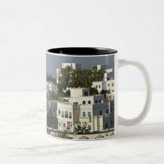 オマーン、マスカット、Qurm。 の建物Qurm区域/ ツートーンマグカップ