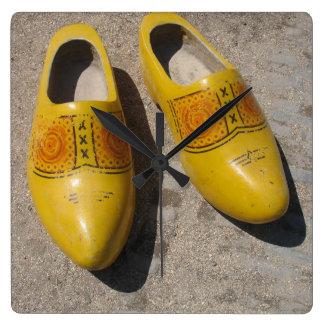 オランダからのオランダの木の靴の障害物 スクエア壁時計