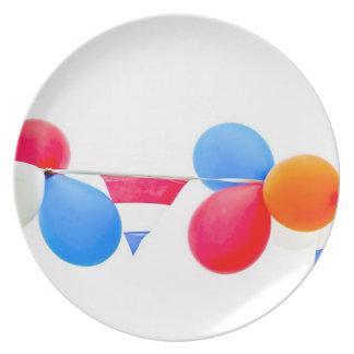 オランダからの赤く、白く、青およびオレンジ気球 プレート