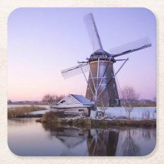 オランダの冬のコースターの日の出の間の風車 スクエアペーパーコースター
