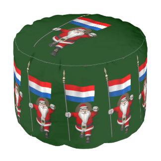 オランダの旗を持つサンタクロース プーフ