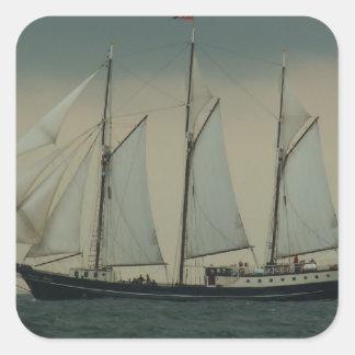 オランダの海岸の沖のスクーナー船 スクエアシール