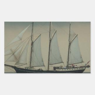 オランダの海岸の沖のスクーナー船 長方形シール