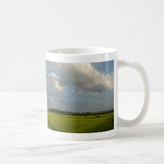 オランダの牧草地のパノラマ式の景色のコーヒー・マグ コーヒーマグカップ