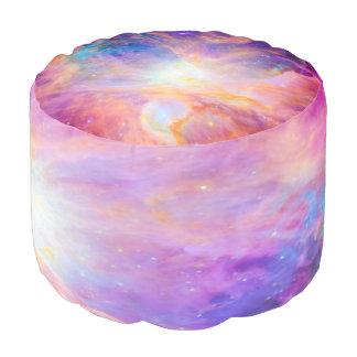 オリオンの星雲のカラフルなピンクの紫色のPouf プーフ