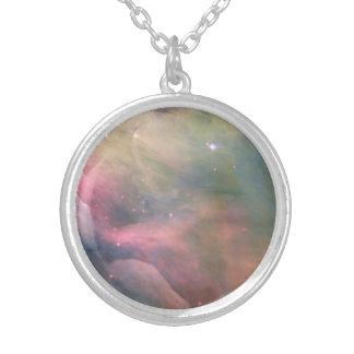 オリオンの星雲の宇宙の銀河系のパステルのネックレス シルバープレートネックレス