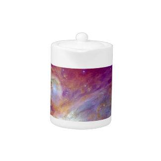 オリオンの星雲の暗い赤紫色ピンクNASA