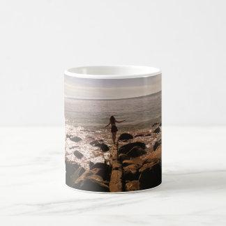 オリビアのビーチのマグ コーヒーマグカップ
