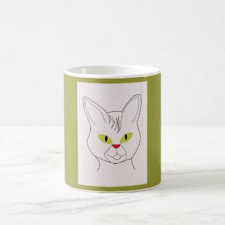 オリーブが付いている猫のポートレートはマグを注目します コーヒーマグカップ