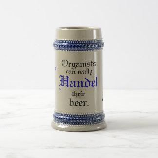 オルガン奏者はHandelを彼らのビール実際に缶詰にします! ビールジョッキ