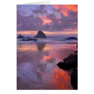 オレゴンのビーチおよび海の積み重ね、日没 カード