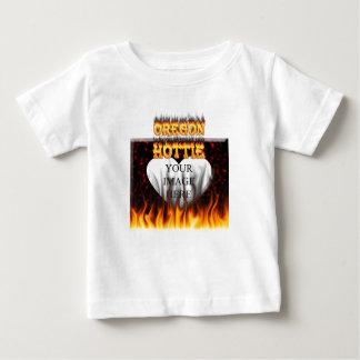 オレゴンHottieの火および赤い大理石の中心 ベビーTシャツ