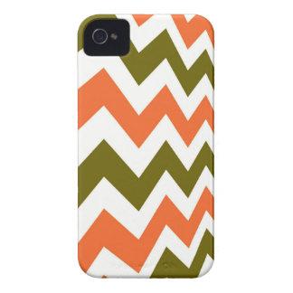 オレンジおよびオリーブ色のシェブロン Case-Mate iPhone 4 ケース