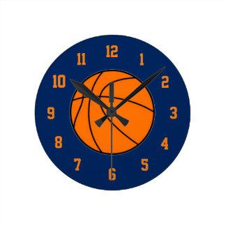 オレンジおよび青のバスケットボールの時計 ラウンド壁時計