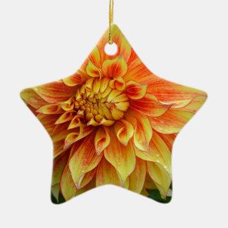 オレンジおよび黄色のダリアの花 陶器製星型オーナメント