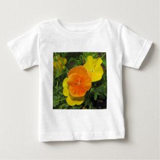 オレンジおよび黄色のパンジーのパンジー ベビーTシャツ