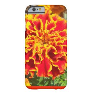 オレンジおよび黄色のマリーゴールド BARELY THERE iPhone 6 ケース