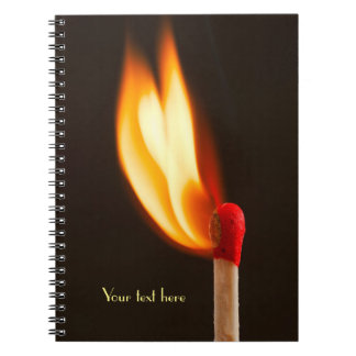 オレンジおよび黄色の火の炎 ノートブック