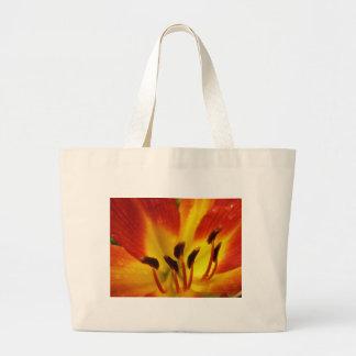 オレンジおよび黄色の花 ラージトートバッグ