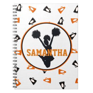 オレンジおよび黒いメガホンのチアリーダー ノートブック