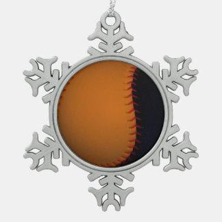 オレンジおよび黒い野球/ソフトボール スノーフレークピューターオーナメント