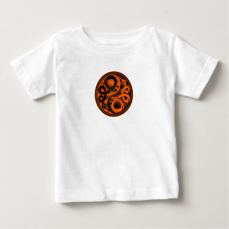 オレンジおよび黒い陰陽の中国人のドラゴン ベビーTシャツ