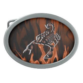 オレンジか赤い炎の楕円形のベルトの留め金の蠍 卵形バックル