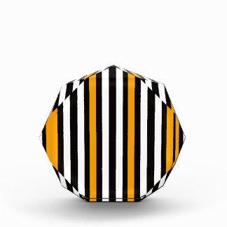 オレンジとのお洒落な黒 表彰盾