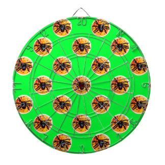 オレンジによって曇らされるくものハロウィンのクッキーパターン ダーツボード