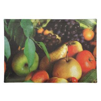 オレンジのりんごのナシのブドウおよびトマト ランチョンマット