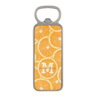 オレンジのカスタムなモノグラムの栓抜き マグネット栓抜き