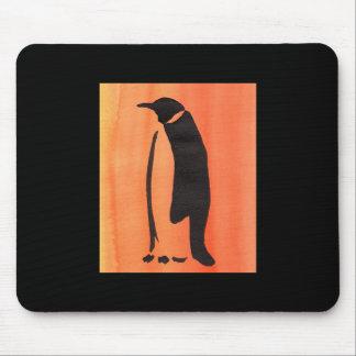 オレンジのペンギン マウスパッド