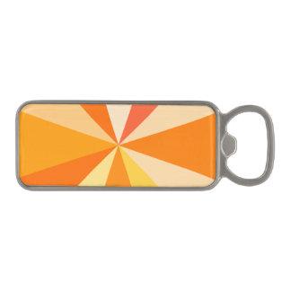 オレンジのポップアートのモダン60sファンキーで幾何学的な光線 マグネット栓抜き
