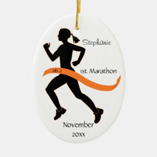オレンジの女性のマラソン選手のオーナメント セラミックオーナメント