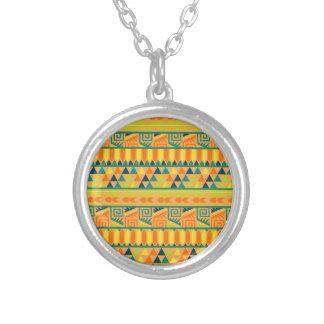 オレンジカラフルの抽象芸術のアステカな種族のプリントPattrn シルバープレートネックレス